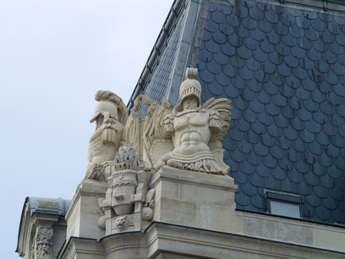 Statues on roof of Notre Dame